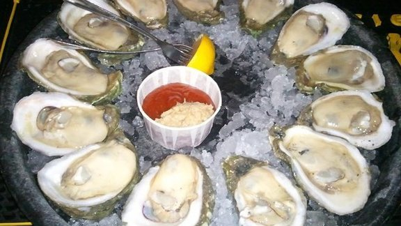 Chef Ryan Smith reviews Fontaine's Famous oysters at