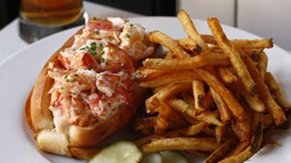 Chef Jeff Michaud reviews Lobster roll at
