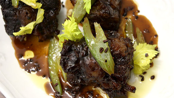 Chef Arnold Eric Wong reviews Oxtails alla vaccinara at Locanda