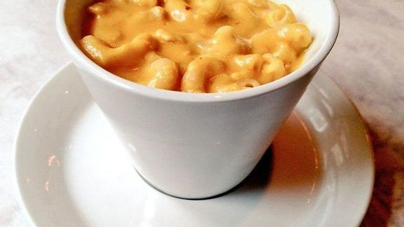 Chef Jacob Hunter reviews Macaroni and cheese at Dirty South Deli