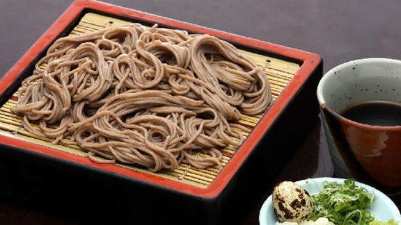 Chef Suzanne Tracht reviews Sansai vegetable soba noodles at