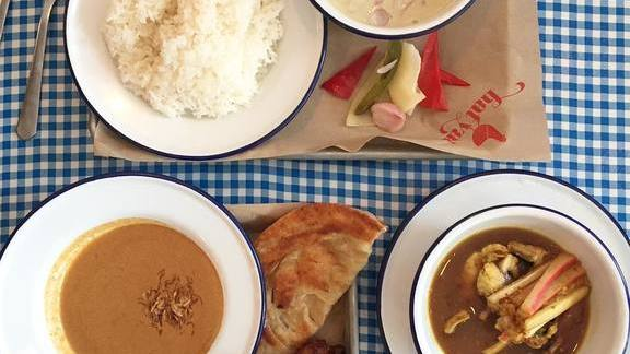 Thai coconut curry, roti and rice at Hat Yai