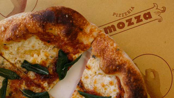 Chef Walter Manzke reviews Margherita pizza at Pizzeria Mozza