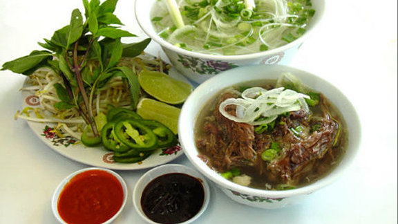 Oxtail phở at Pho 2000