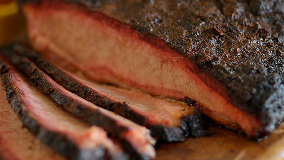 Chef Omar Flores reviews Brisket at Pecan Lodge