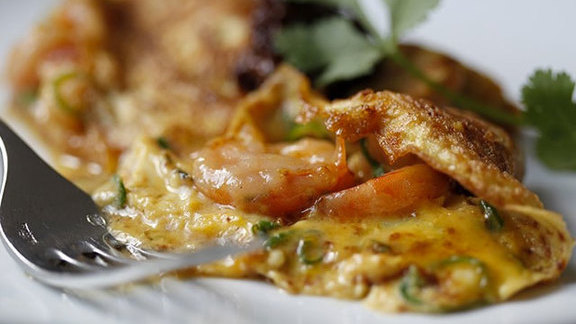 Chef Atul Kochhar reviews Sugar cured New Caledonian prawn omelette at The Modern Pantry