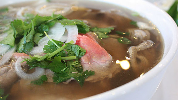 Chef Kelly Fields reviews Phở tái at