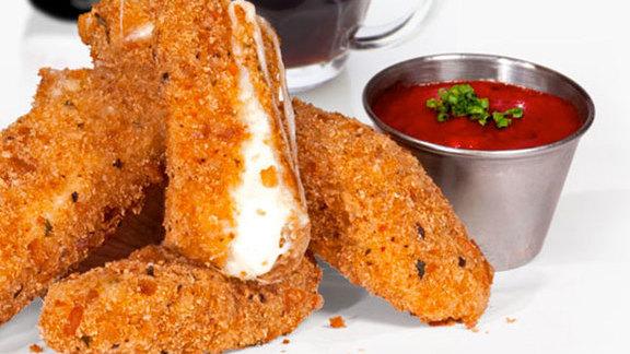 Chef Charlie McKenna reviews Mozzarella sticks at