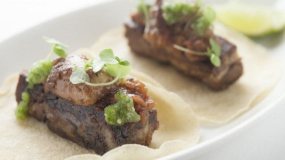 Chef Daniel Boulud reviews Tacos de costilla & tuetano at