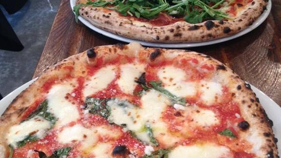 Chef Andrew Richardson reviews Any Pizza at