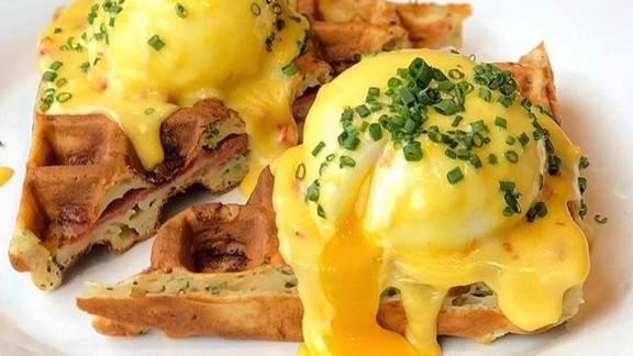 Chef Dan Kluger reviews Waffles, poached eggs, hollandaise sauce, chives at Loring Place