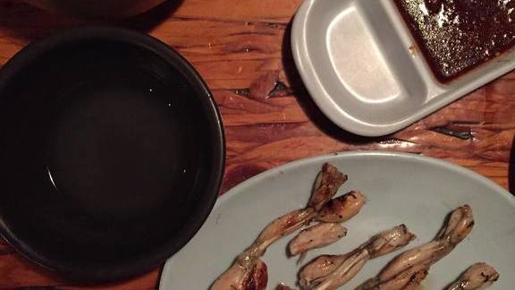 Frog legs and grapefruit rice wine at Dan Sung Sa (단성사)
