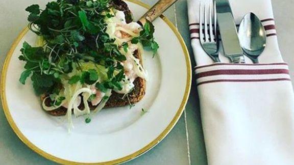 Chef Kristen Murray reviews Skägen shrimp and smørbrød at MÅURICE