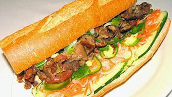 Chef Brian Howard reviews Bánh mì thịt nướng at