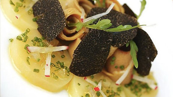 Chef Royden Ellamar reviews La truffe noire at