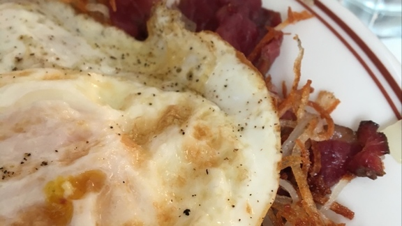 Chef Christopher Thompson reviews Smoked corned beef hash at