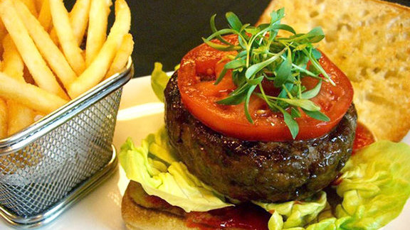 "Chef Stephane Chevet reviews Spicy lamb burger ""Merguez style"" at"