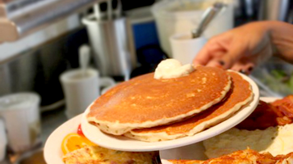 Chef Ludovic Lefebvre reviews Banana-nut pancakes at