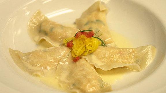 Chef Craig Walker reviews Lobster dumplings at GW Fins