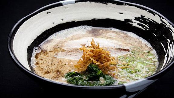 Chef Josie Le Balch reviews Tonkotsu original ramen at