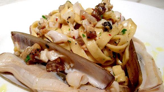 Razor clam pasta at Piccolo Sogno