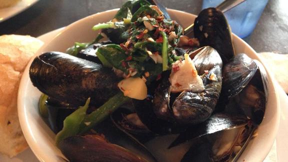 Chef Katherine Clapner reviews Mussels at