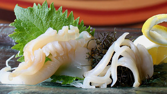 Chef Mark Ellman reviews Mirugai sashimi at