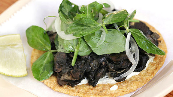 Chef Perry Hendrix reviews Tostada de hongos con huitlacoche at Big Star