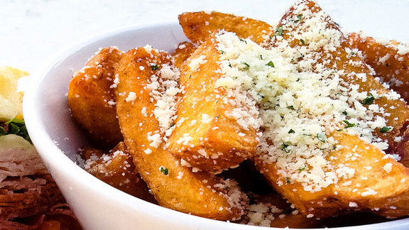 Chef André Natera reviews Uptown fries at
