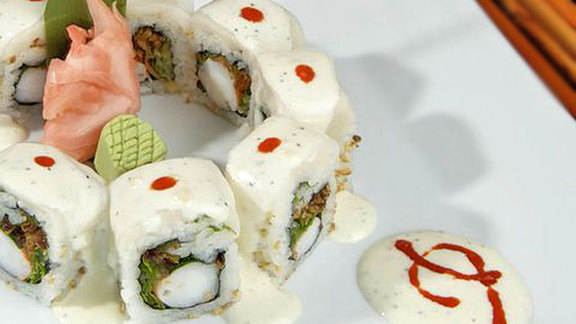 Chef Antonio Bachour reviews Ceviche roll at