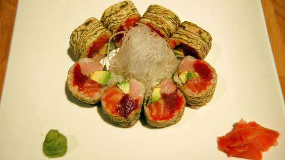 Chef Ben Puchowitz reviews Vic sushi roll at