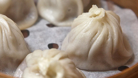 Chef Christopher Kearse reviews Dumplings at Cheu Noodle Bar