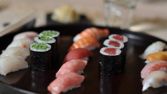 Chef Mark Ladner reviews Sushi at