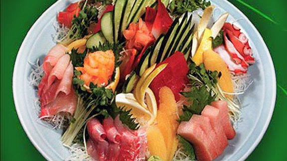 Chef Cleetus Friedman reviews Deluxe assorted sashimi at