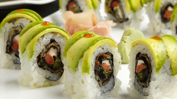 Chef Johnny Anderes reviews Dragon roll at