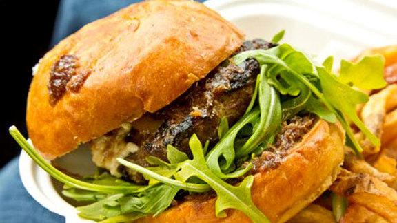 Chef Robin Leventhal reviews Burger at Skillet Diner