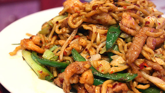 Chef Christopher Thompson reviews Special chow mein w/ chicken, pork, & shrimp at