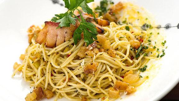 Chef Jasper White reviews Spaghetti w/ cracklings & hot pepper at