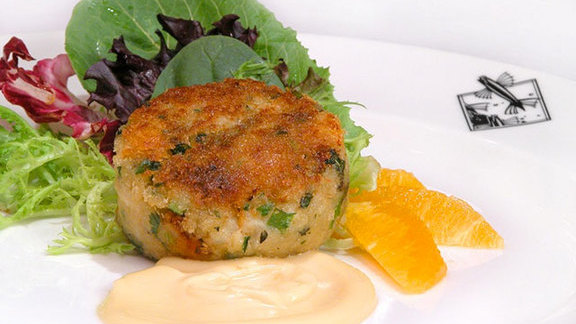 Chef Maria Hines reviews Thai crab cake at Flying Fish