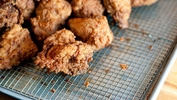 Chef Kamala Saxton reviews Fried chicken at Ma'ono Fried Chicken & Whisky