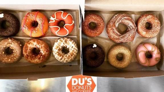 Chef Jeremiah Bullfrog reviews Dozen doughnuts at Du's Donuts