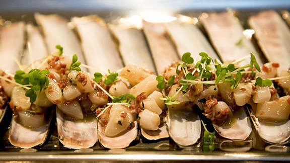 Chef Gabriel Kreuther reviews Razor clams a la plancha at