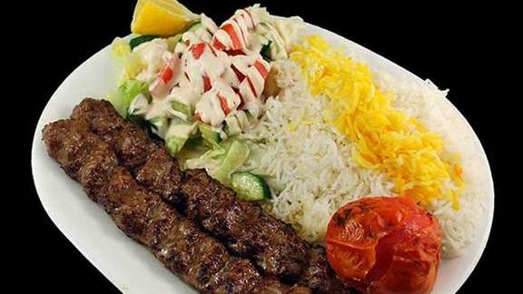 Chef Makoto Ono reviews Chelo kebab koobideh at