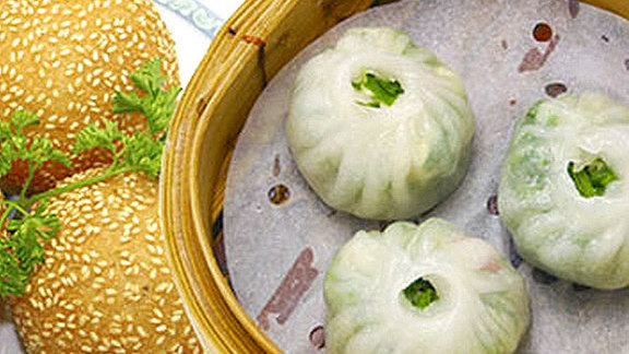 Chef Rob Feenie reviews Dim sum at