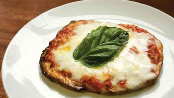 Chef Pino Posteraro  reviews Pizzetta margherita at