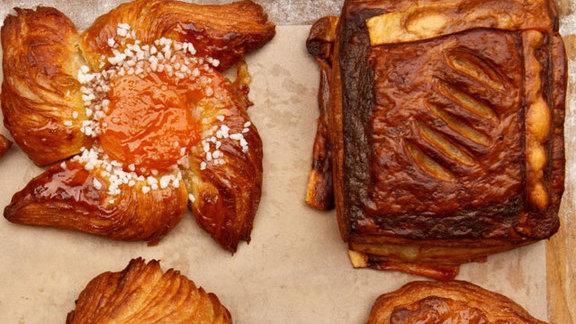 Chef Jason Stratton reviews Ham & cheese croissant at
