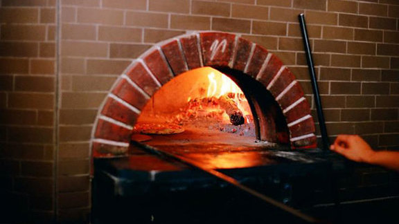 Chef Ethan Stowell reviews Pizza at