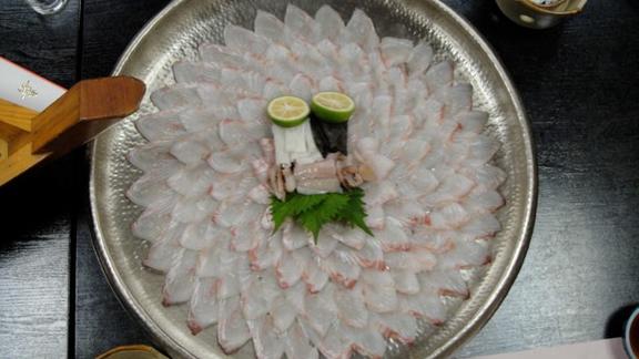 Chef Abe Hiroki reviews Fluke sashimi; usu zukuri at EN Japanese Brasserie