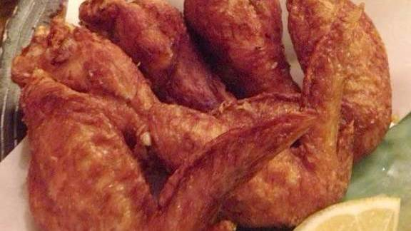 Chef Shaun Hergatt reviews Fried chicken wings at