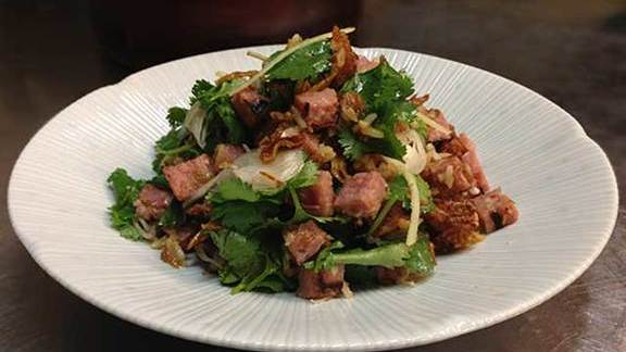 Chef Robert Belcham reviews Grilled thai sausage & crispy rice salad at Maenam